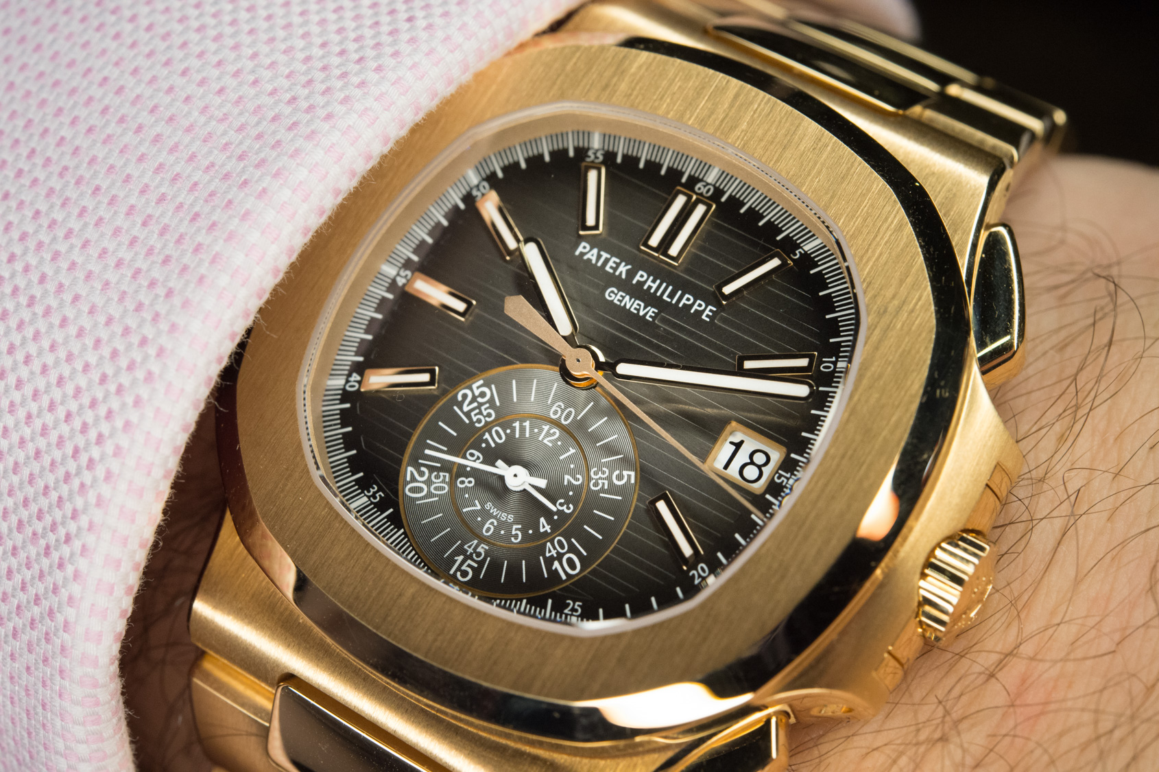 Patek philippe nautilus is the ultimate sports watch review for Patek philippe