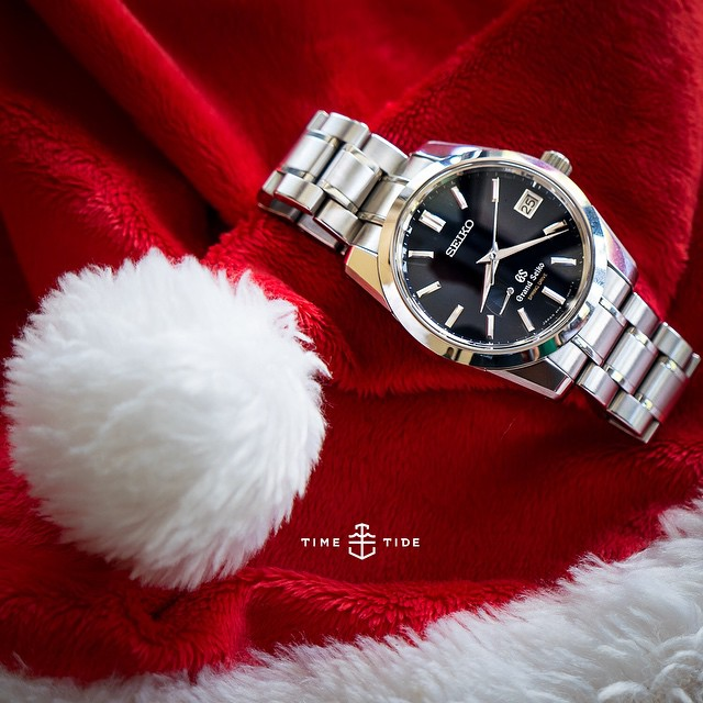 The @timetidewatches team has been checking in through Xmas day - this shot from KD who's at mass in Indonesia. With a Santa hat. Because props. Also his SBGA105 Spring Drive Grand Seiko from Basel 2014, limited to 500. Have a great one @leicashot get some rest before SIHH! ️