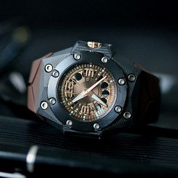 NEW MODEL: Linde Werdelin Oktopus Carbon Moon