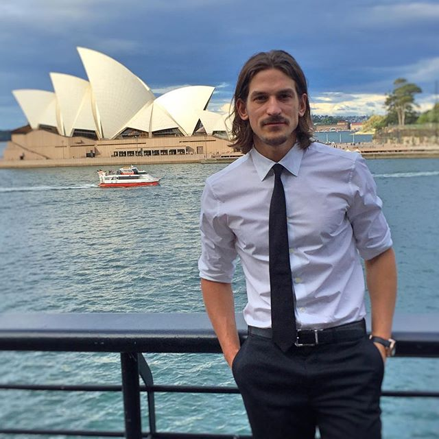 The view at lunch with Omega is pretty spectacular. We don't know what's more impressive: @jarrodscott's sharp threads and epic mane, or the Opera house. On second thoughts, we're going with Scott. ️