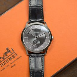 IN-DEPTH: We fight over the new grey-dialled Slim d'Hermès