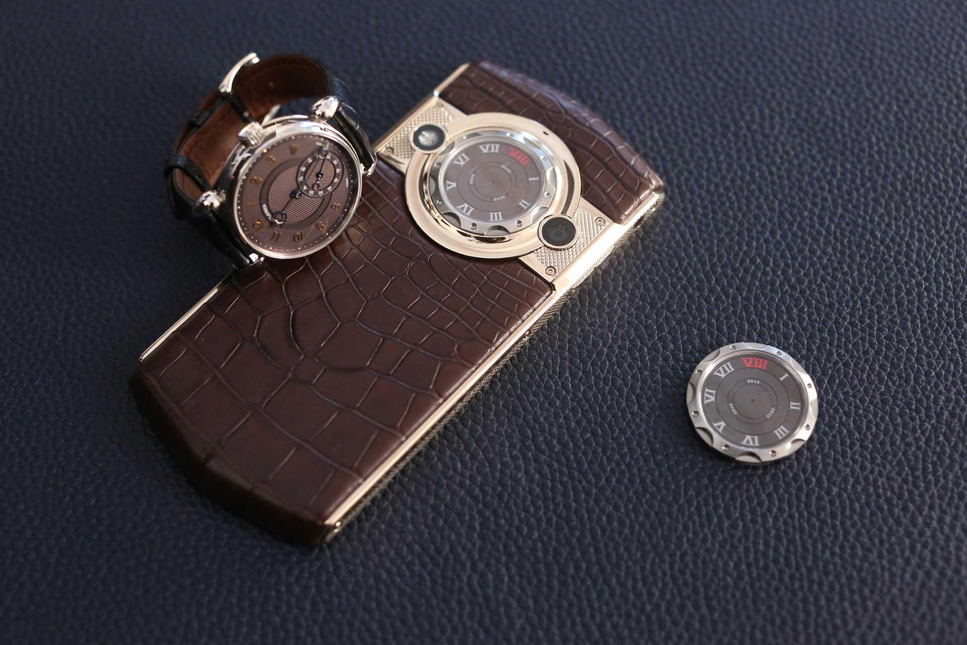 kari-v-phone-2