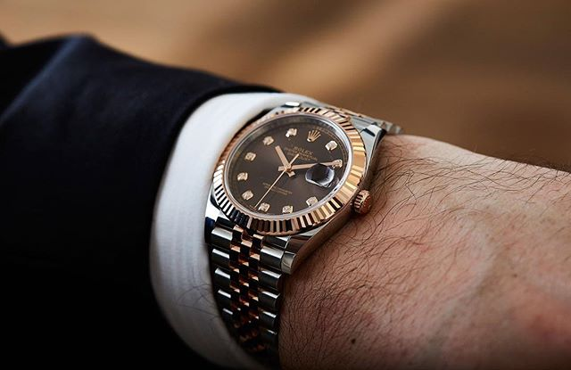 Can dudes wear diamonds? Felix sure didn't mind the @rolex Datejust 41mm experience, his review is live on the site. ️
