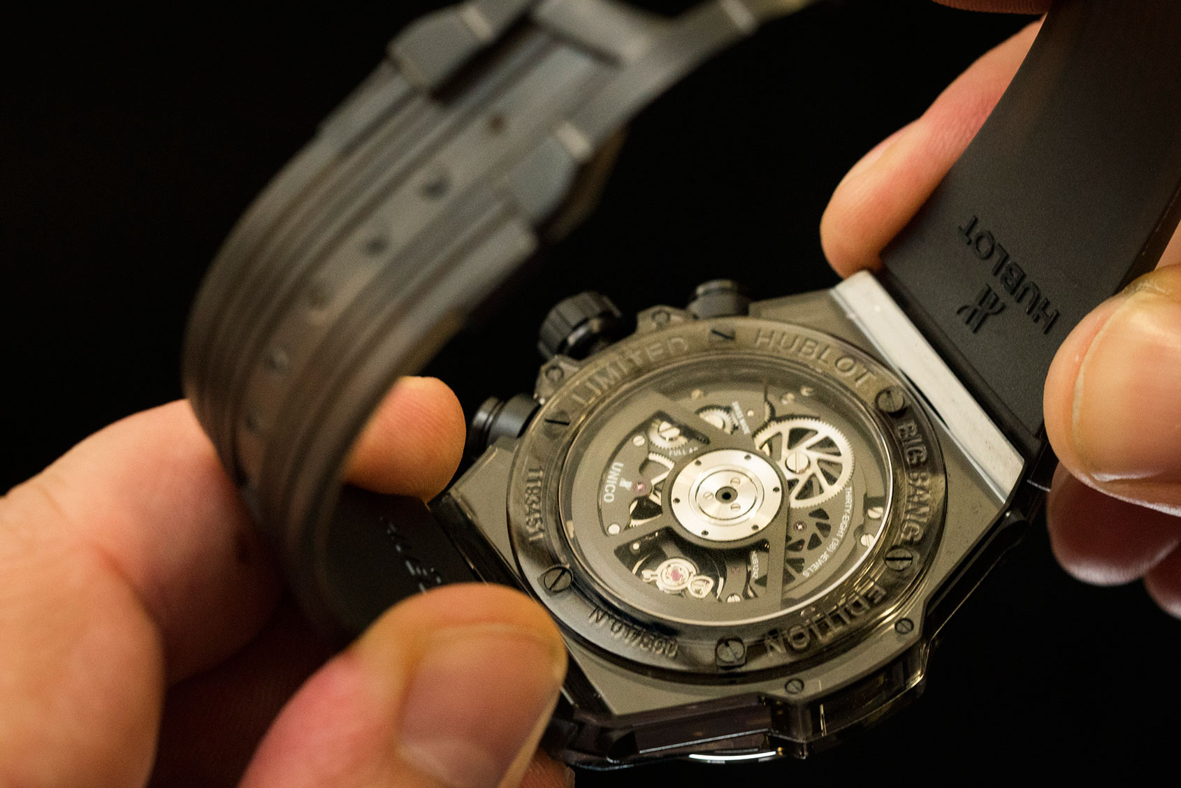 hublot-big-bang-unico-all-black-sapphire-2