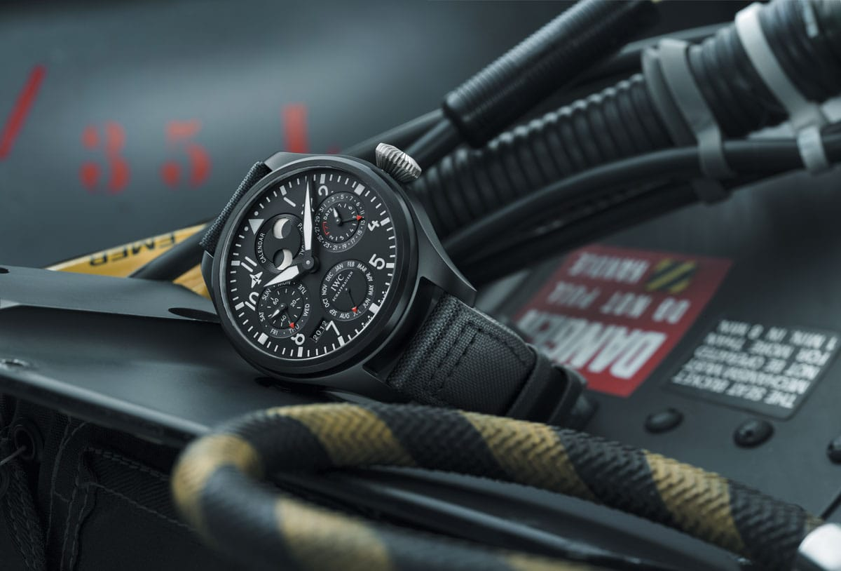 iwc-big-pilots-watch-perpetual-calendar-top-gun-iw502902-ambiance