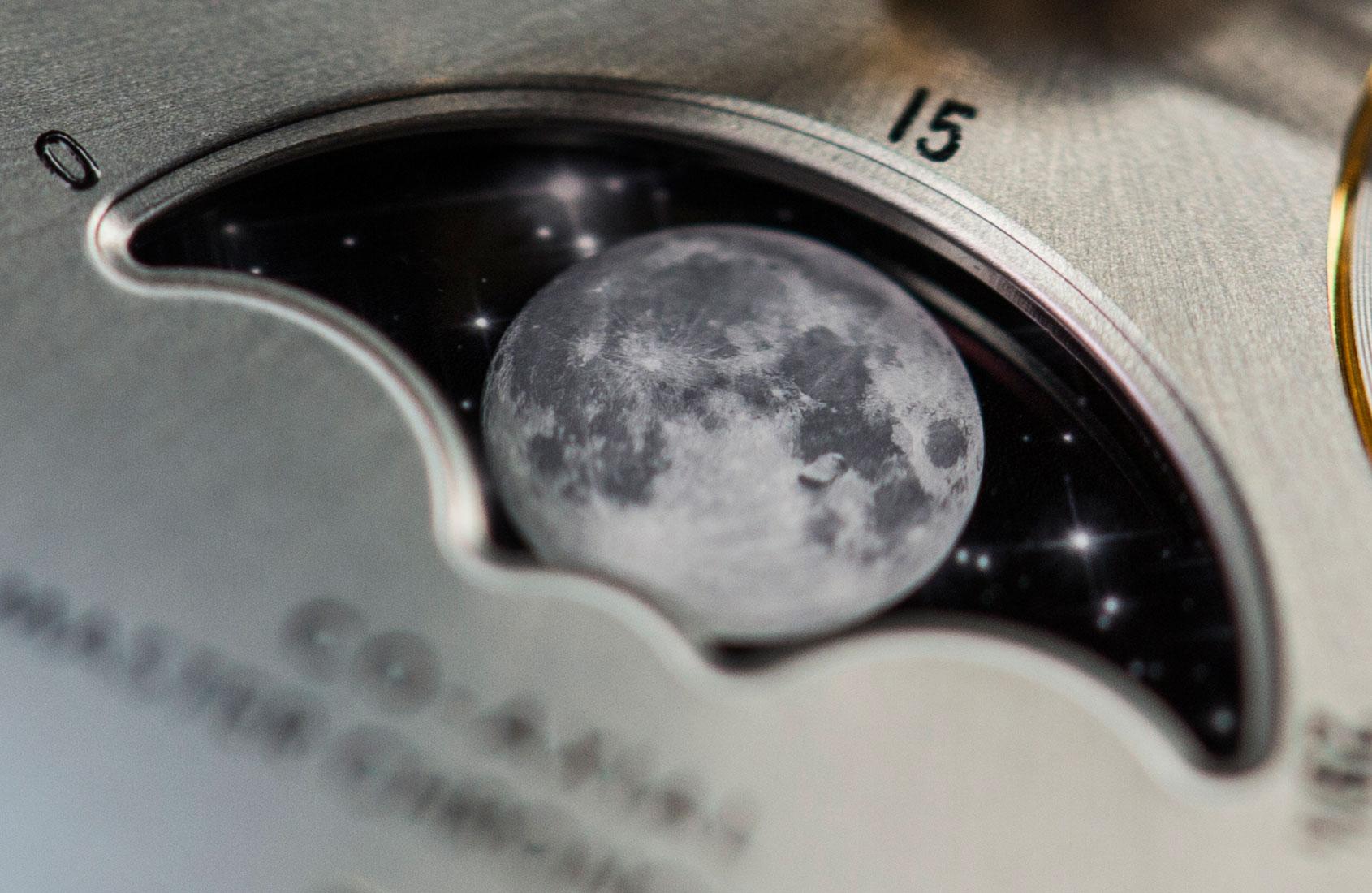 omega-speedmaster-moonphase-gold-steel-1