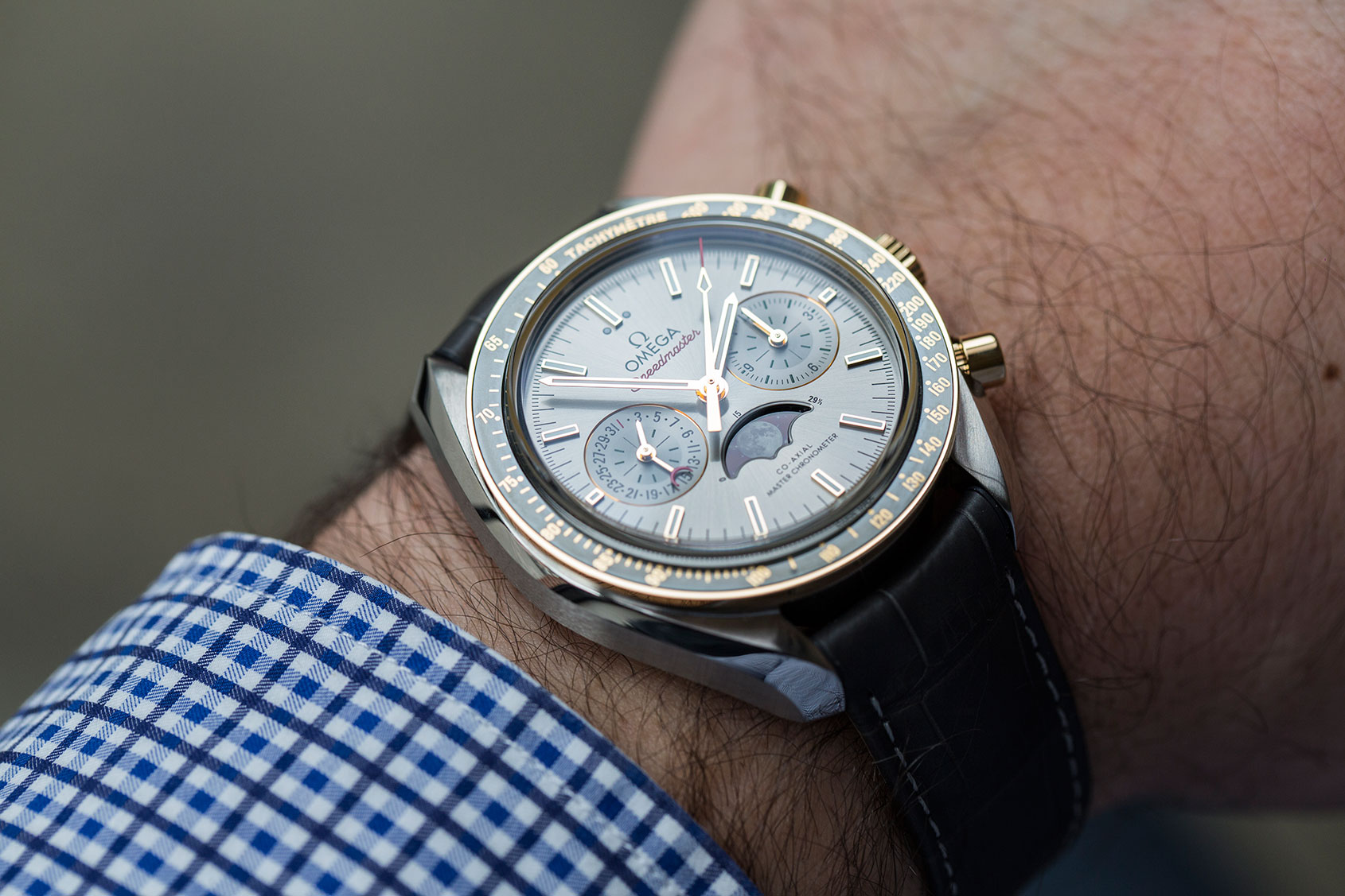 omega-speedmaster-moonphase-gold-steel-4