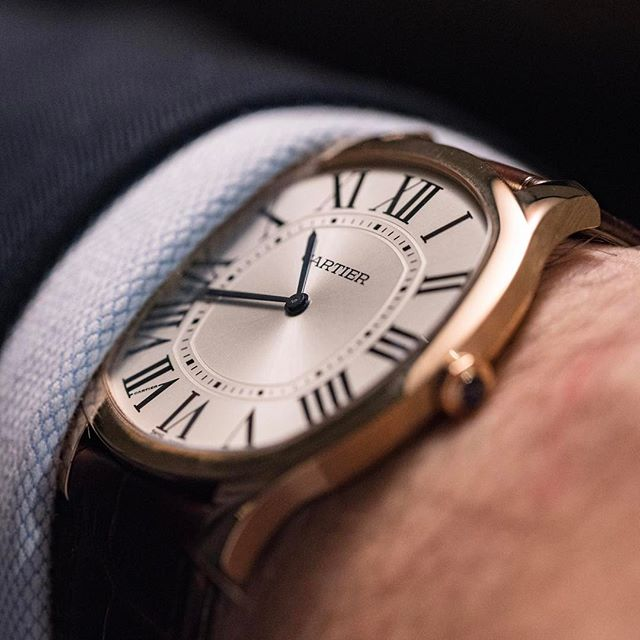 In case you're wondering, this is how good the @cartier Drive Extra Flat in pink gold looks on the wrist. 6.6mm of slender goodness.