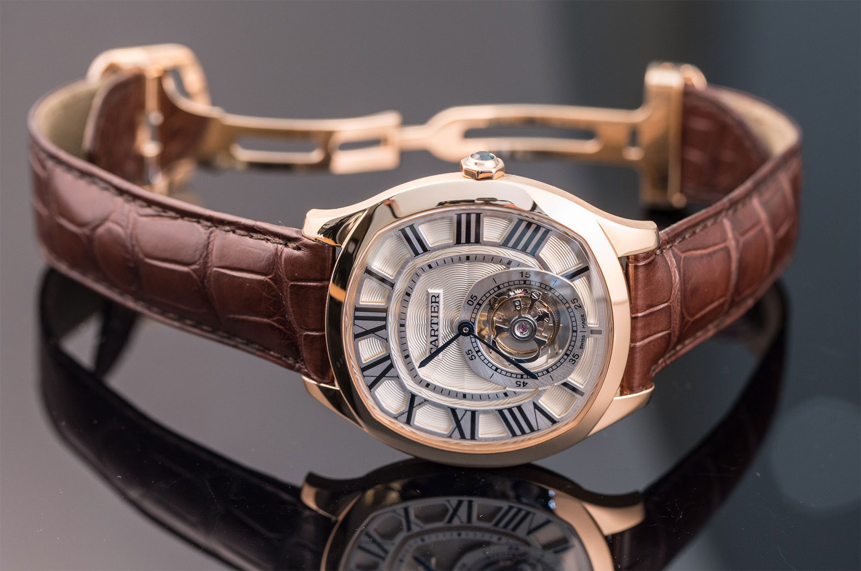 d3aba1f746f The crowning achievement of the collection is the Drive de Cartier Flying  Tourbillon with its in-house