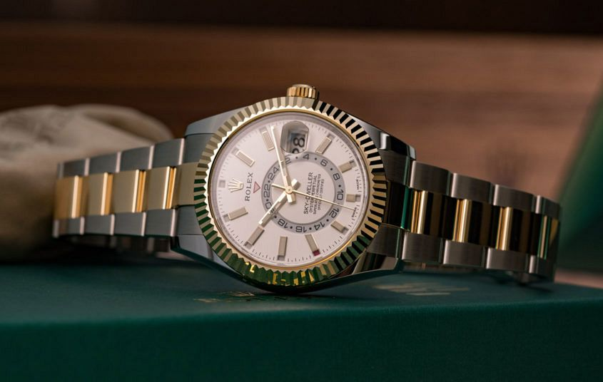 Rolex Sky Dweller Rolesor YG 2 845x536 - Taking another look at the Rolex Sky-Dweller Rolesor
