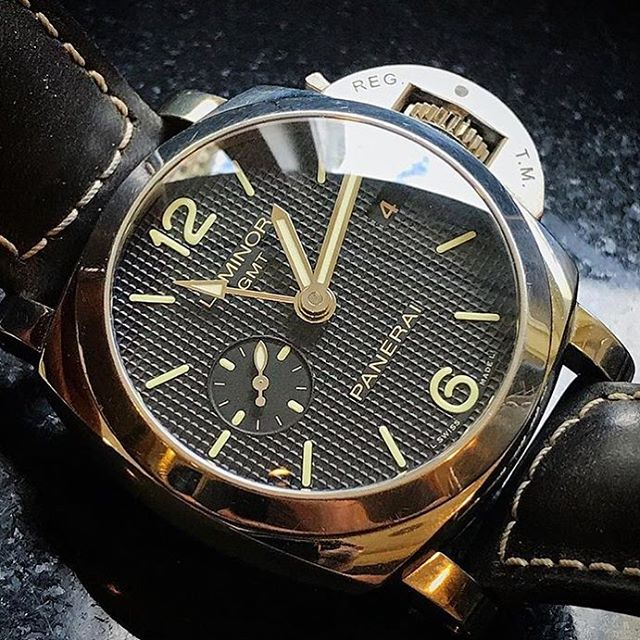 The 42mm @panerai Luminor 1950 3 days GMT by @craniotes and @redbarcrew - lay-back styles. ️