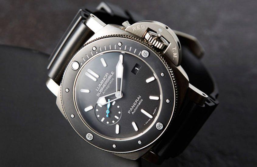 Pam 1389 panerai 39 s antimagnetic titanium diver - Panerai dive watch ...