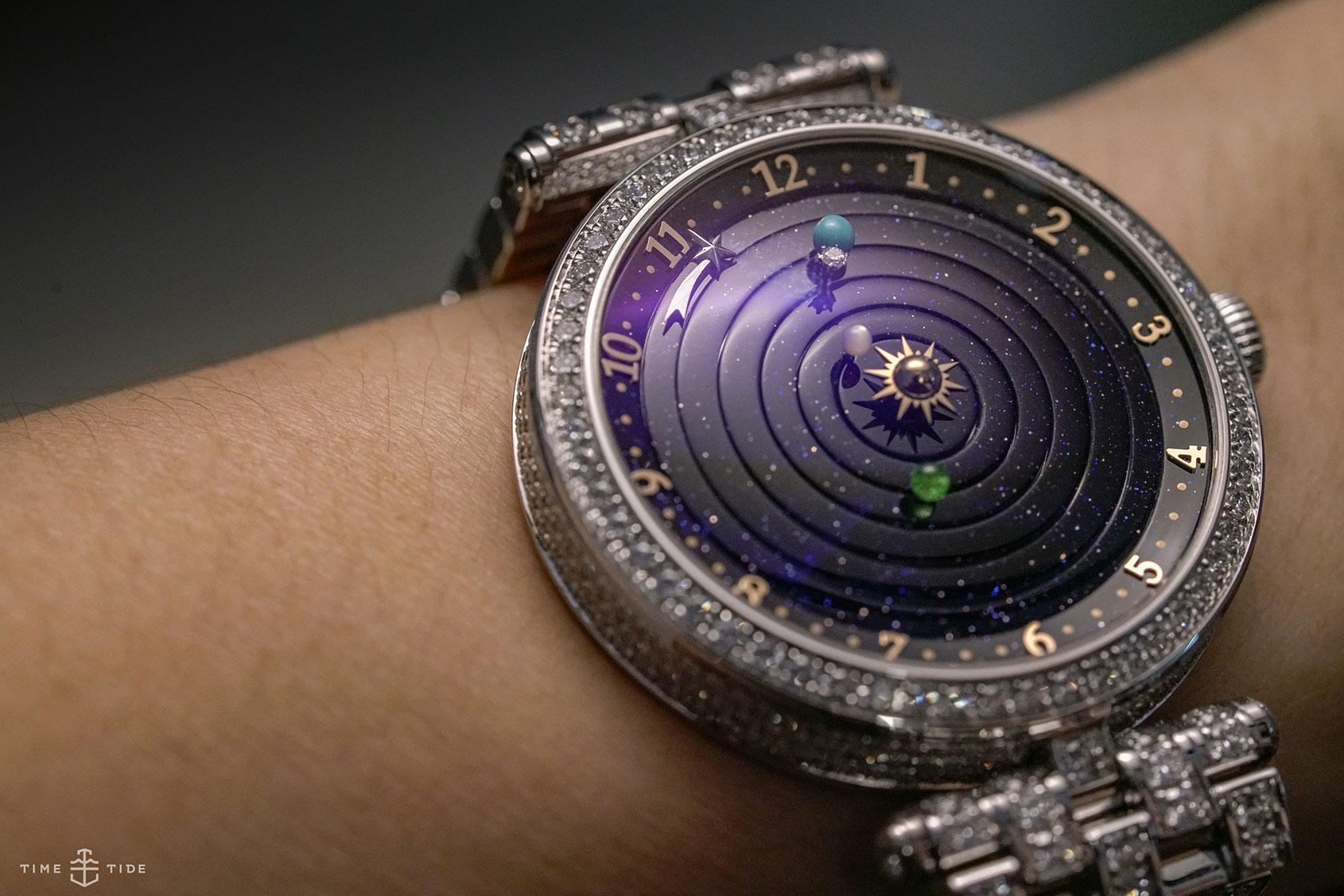 VAN CLEEF & ARPELS LADY ARPELS PLANÉTARIUM POETIC COMPLICATIONS - best watches without hands