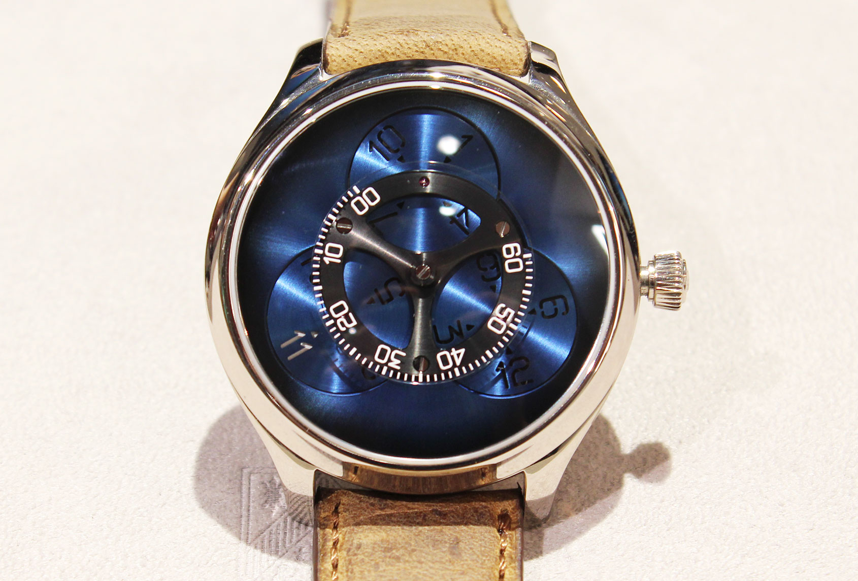 H. MOSER & CIE ENDEAVOUR FLYING HOURS