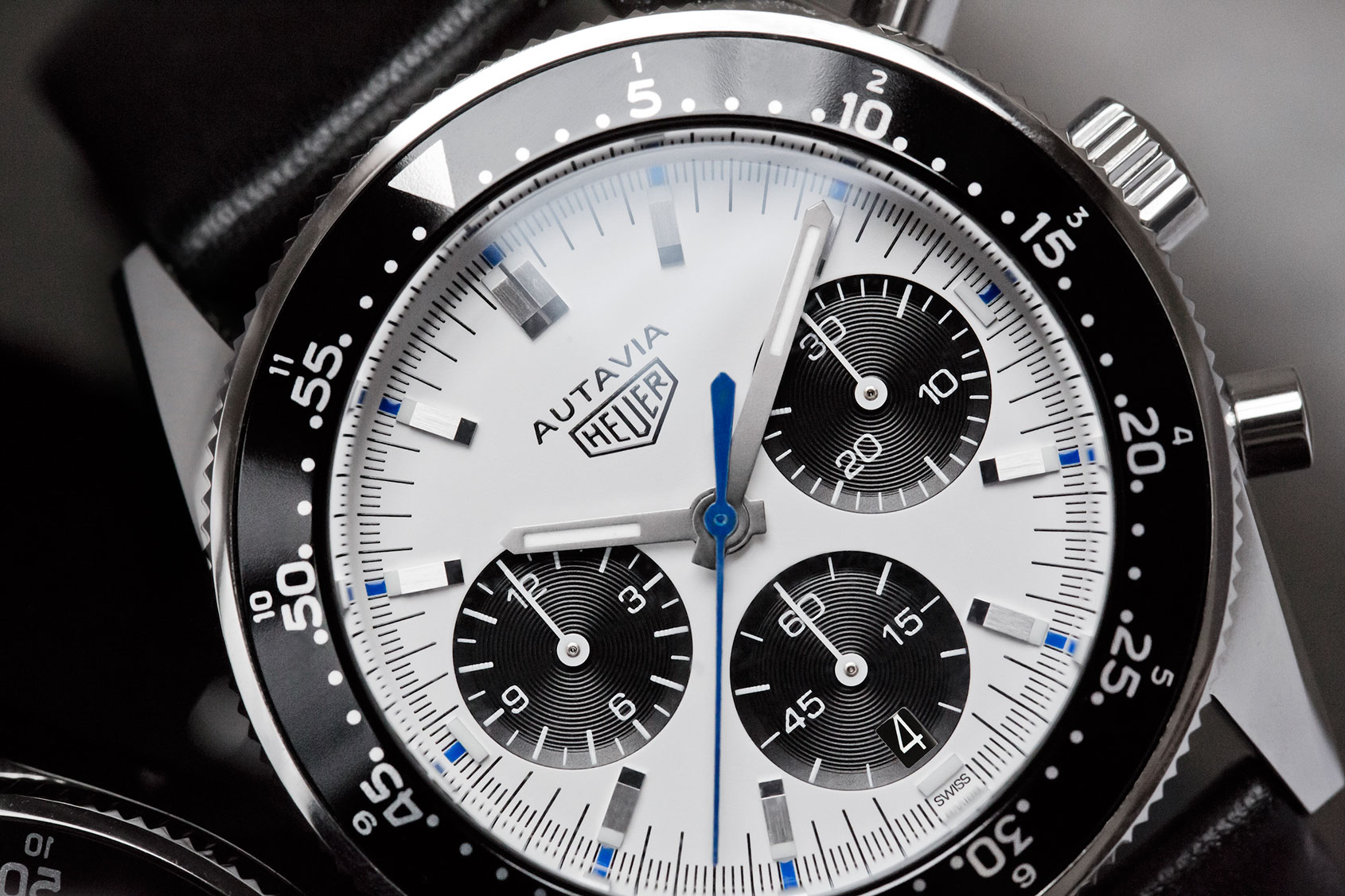 Tag heuer autavia jo siffert collector s edition first look for Tag heuer autavia isograph
