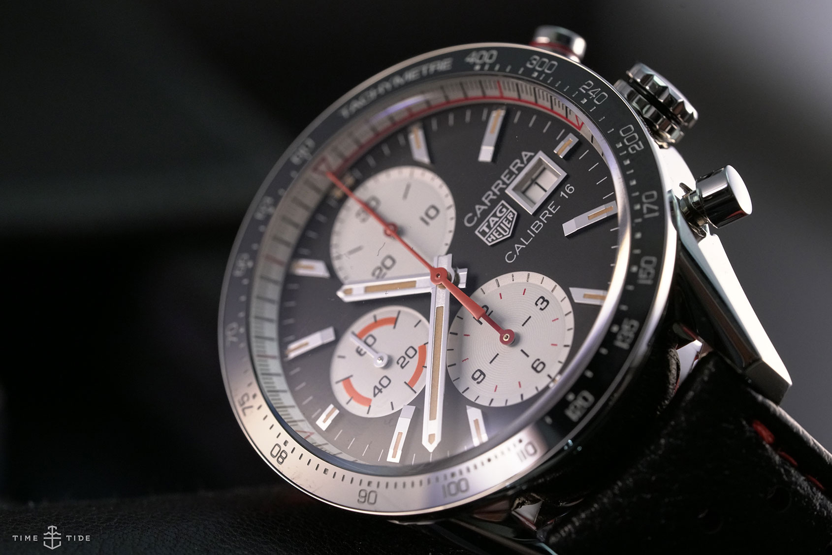 hands on the tag heuer carrera calibre 16 chronograph. Black Bedroom Furniture Sets. Home Design Ideas