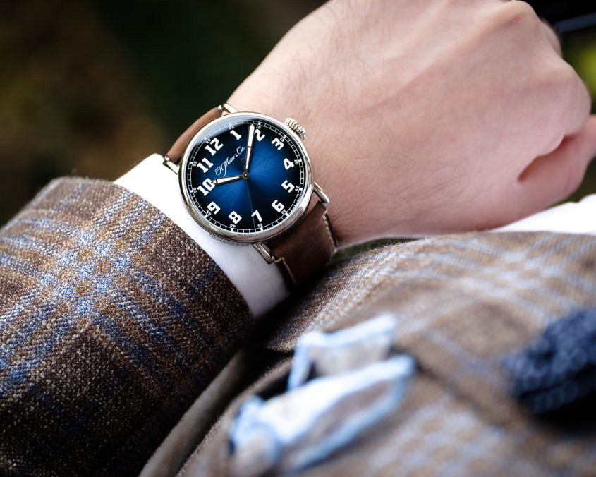 Heritage Centre Seconds Funky Blue 8200 1201 Lifestyle01 845x676 - INTRODUCING: The H. Moser & Cie. Heritage Centre Seconds...