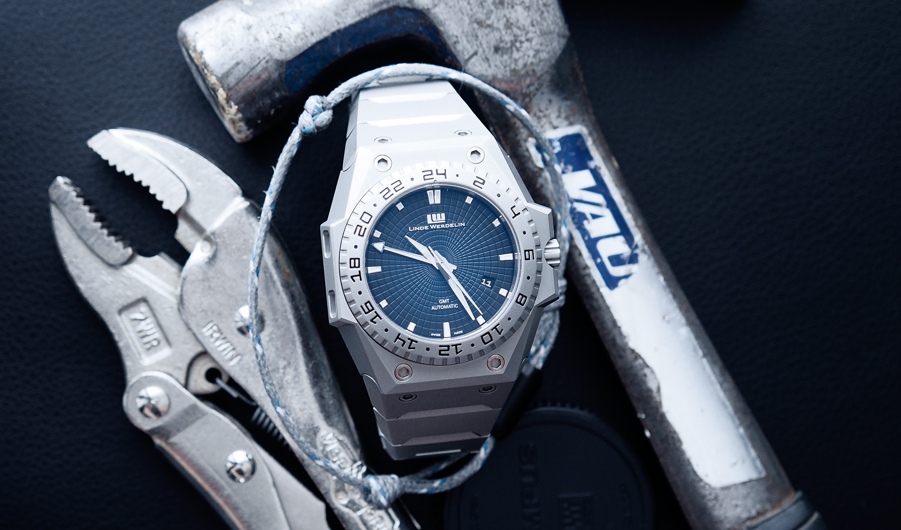 IN-DEPTH: Linde Werdelin release '3 Timer' GMT in sandblasted steel with stunning blue gradient dial, limited to just 55 | Time and Tide Watches