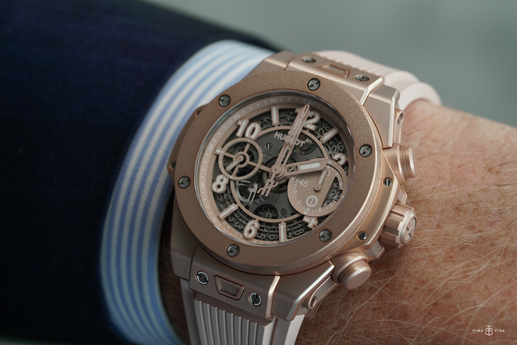 The Hublot Big Bang Millennial Pink in this video sure is pretty, but is it pink, per se?