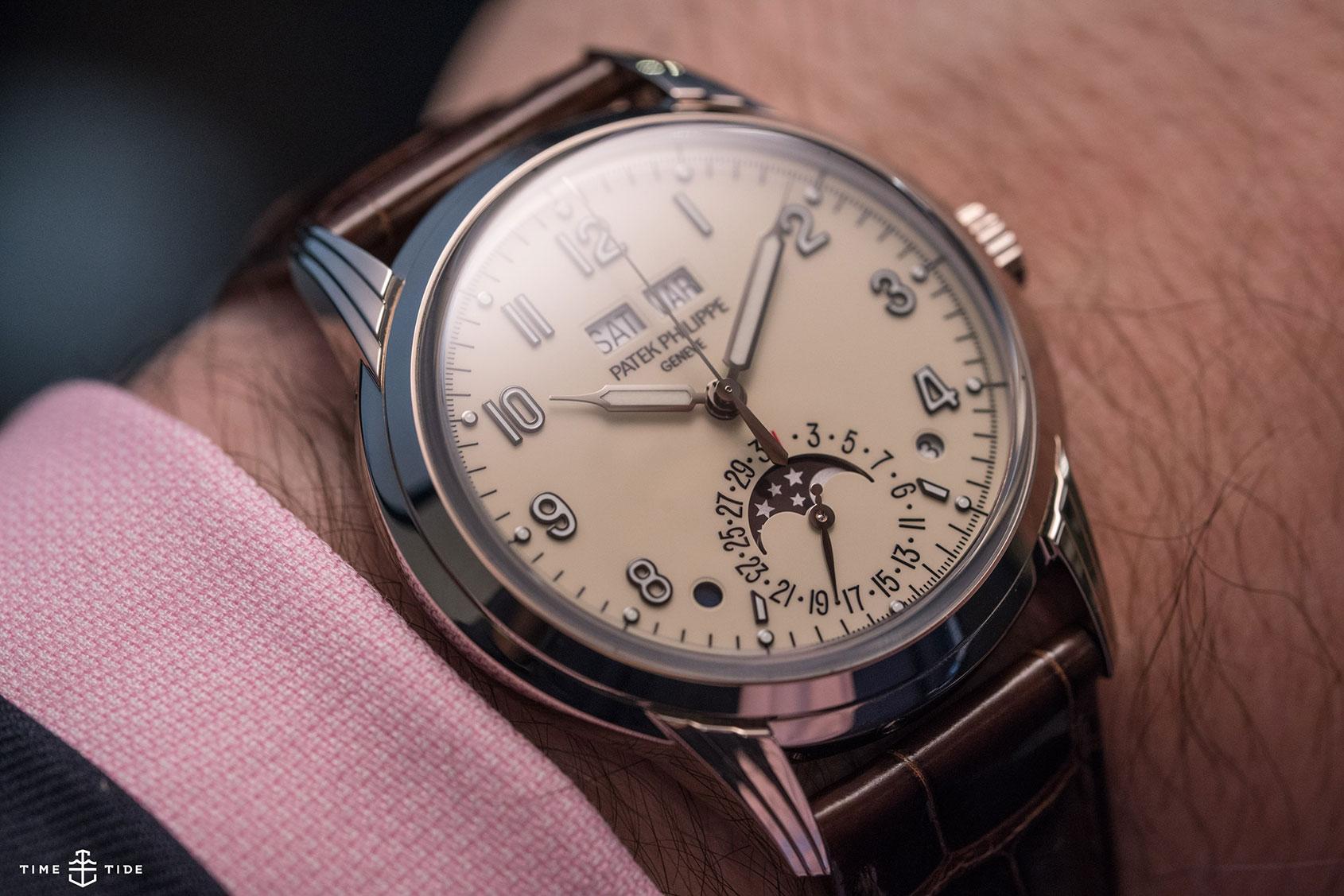 The case, the dial, the Patek Philippe ref. 5320G Perpetual Calendar
