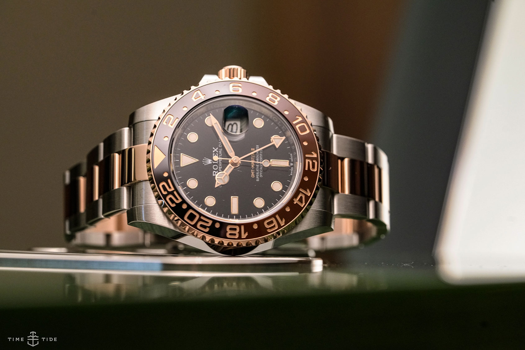 VIDEO: While all eyes are on the Pepsi, here's the Rolex GMT-Master II in Oystersteel and Everose (ref. 126711CHNR)