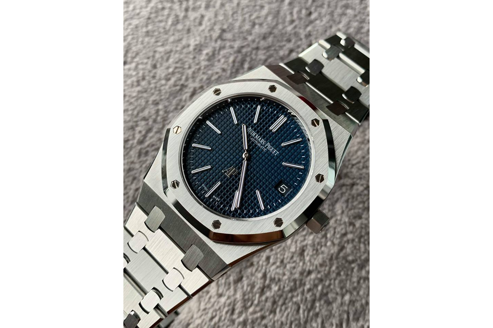 """WHAT SEALED THE DEAL: On Champs's Audemars Piguet Royal Oak """"Jumbo"""" Extra-Thin 15202"""