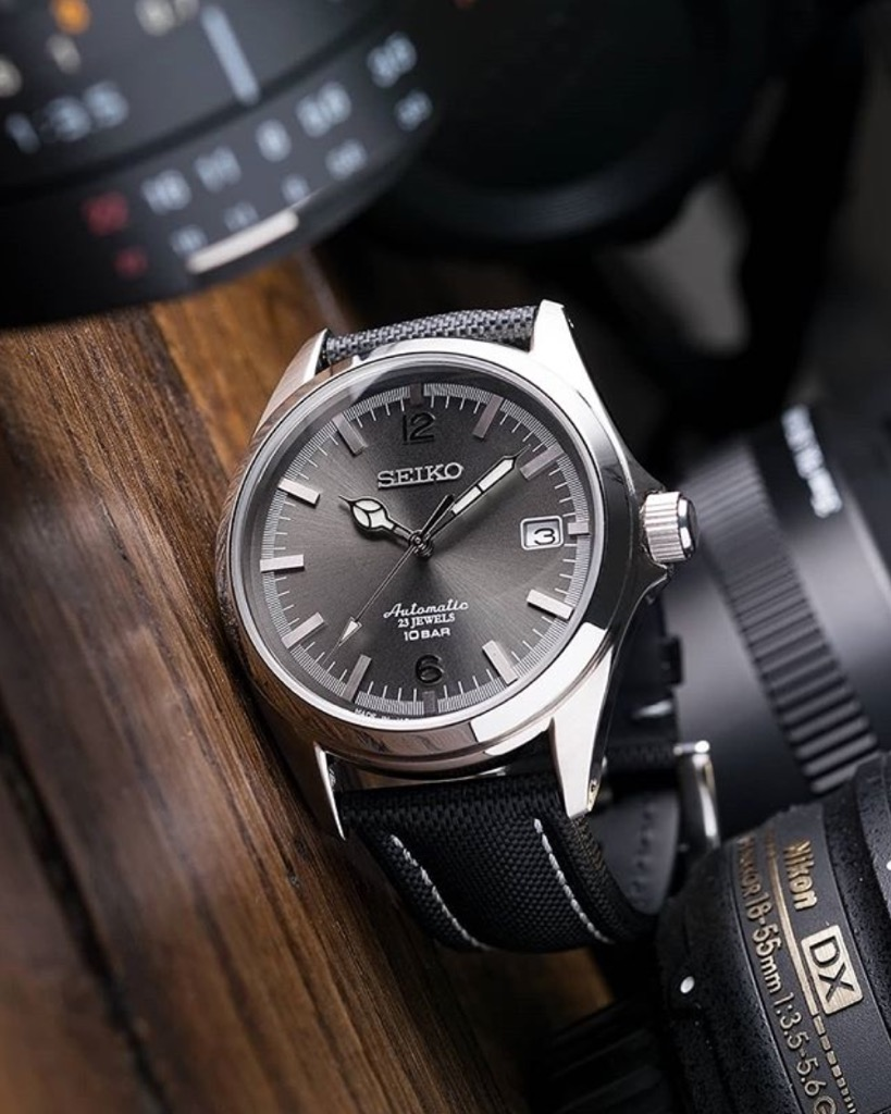 FRIDAY WIND DOWN: New Seiko divers, sandblasted Octos and a queen of the safe