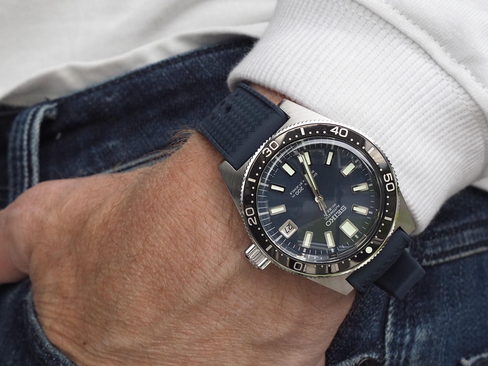 IN-DEPTH: A top-of-the line Seiko diver, SLA037 Vs. the lesser-seen Omega Seamaster 300, same price, different experience?