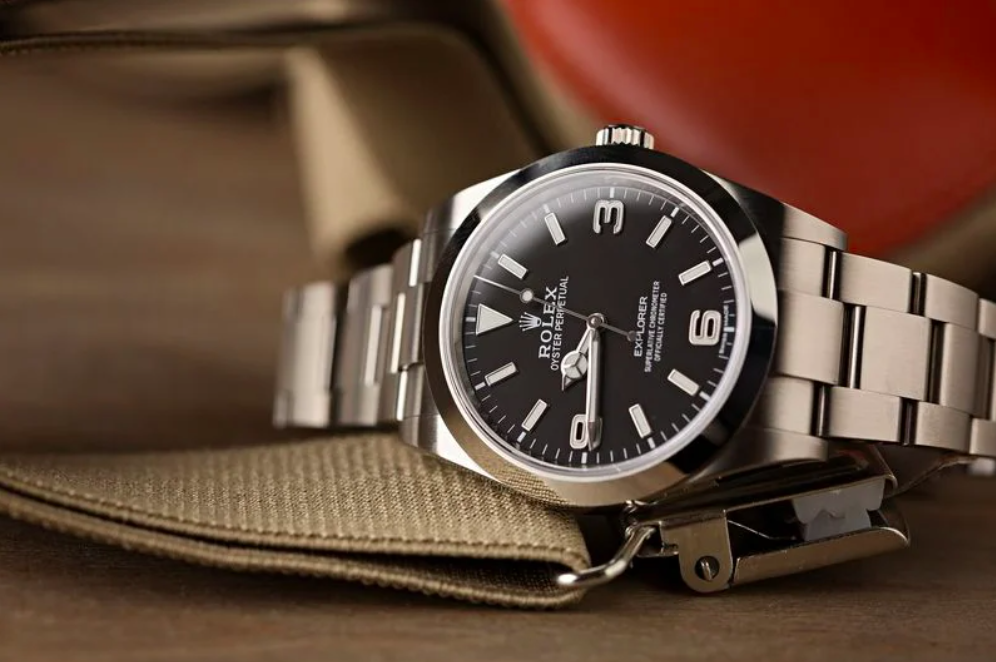 VIDEO: Is the Rolex Explorer ref. 214270 the best one watch collection in existence?