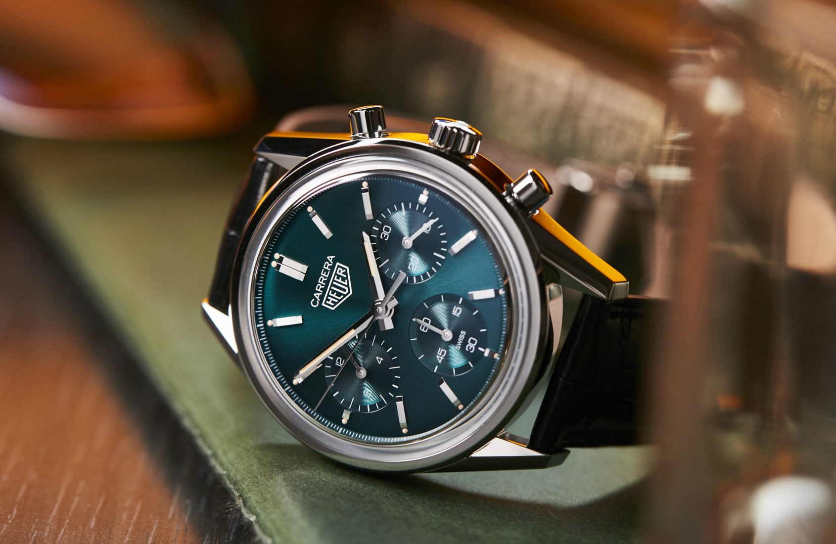 VIDEO: The enchanting emerald of the TAG Heuer Green Carrera