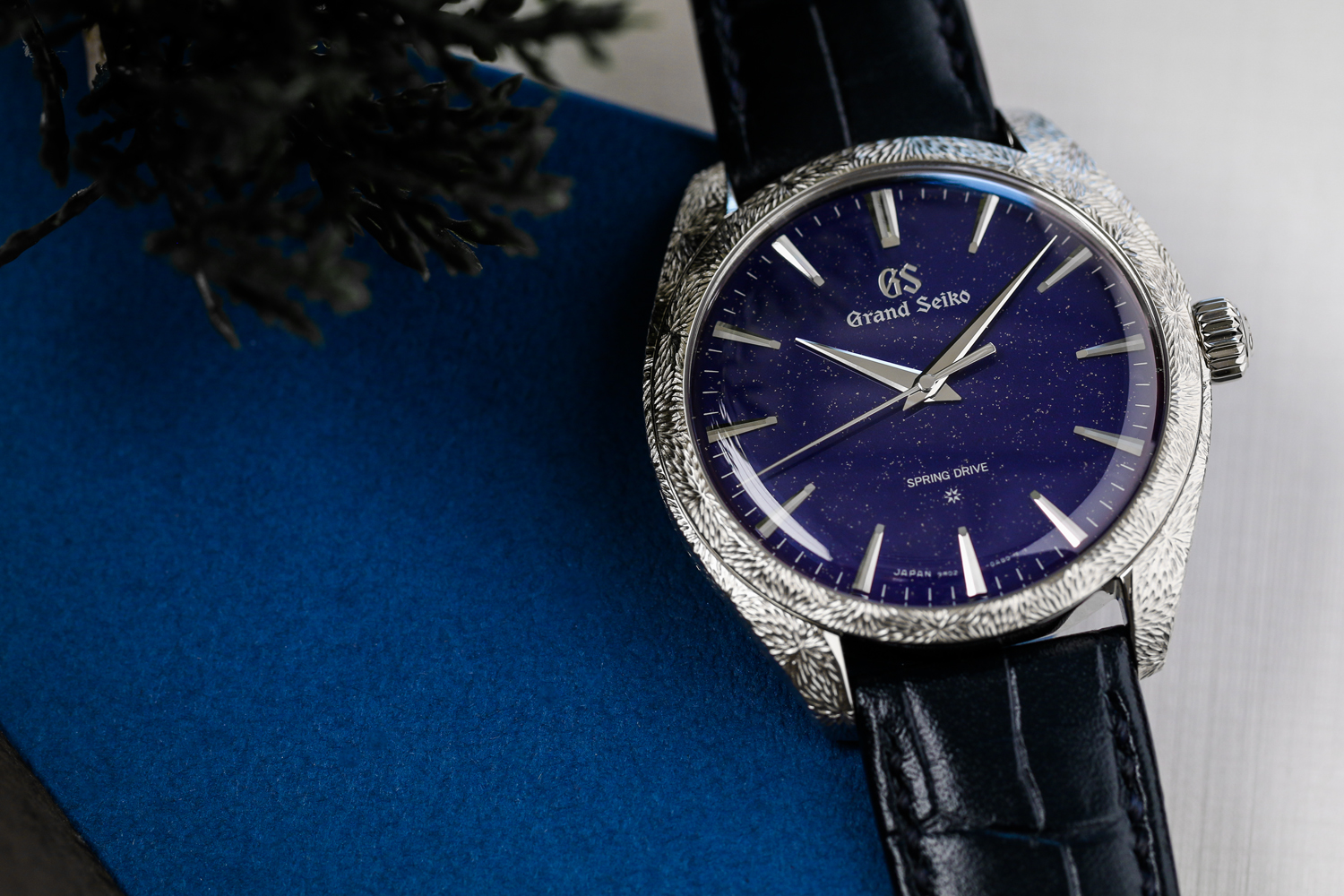 The Grand Seiko SBGZ007 is a masterpiece that evokes the starry skies of Japan